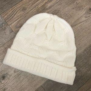 white knitted beanie